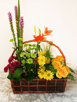 Arrangements: Garden basket